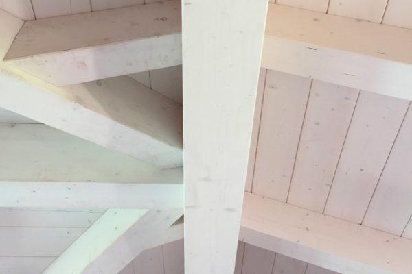 tetto in lamellare bianco